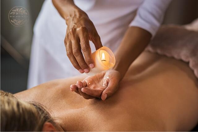 Jak zrobić masaż świecą? Masaz ciepłym woskiem