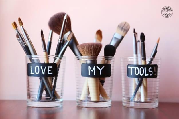 czyste pędzle do makijażu